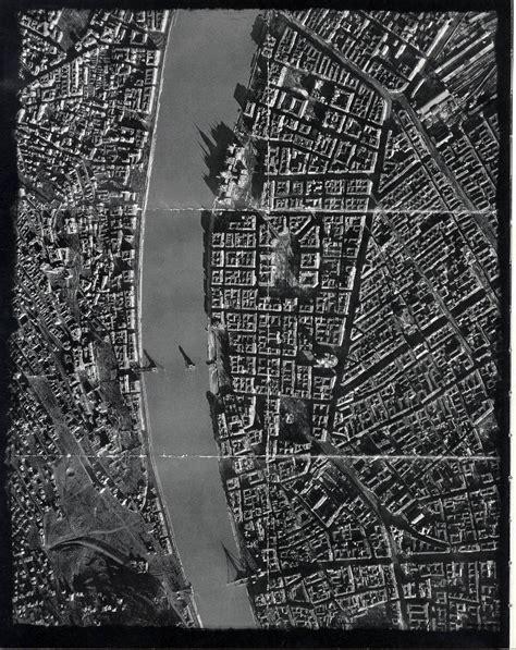 siege autot légi fotó a rommá lőtt budapestről hosszúra nyúlt