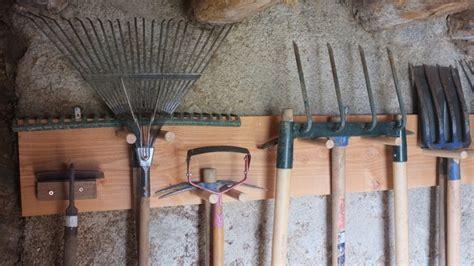 comment fabriquer un rangement pour les outils de jardin bricobistro
