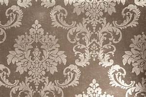 Muster Tapete Wohnzimmer : metalltapete und retro design ideen tapeten braun beige muster ~ Markanthonyermac.com Haus und Dekorationen