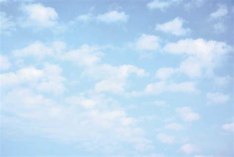 papier peint panoramique ciel bleu nuages blancs