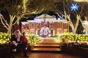 Christmas Lights In River Oaks Houston Texas Merry And Bright In Houston 39 S River Oaks Texas Monthly