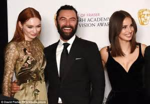 Triangle Tv Stand by Tv Baftas Sees Poldark Stars Heida Reed And Eleanor