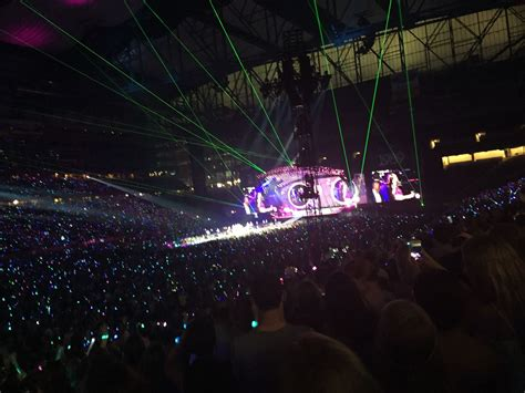 Coming out of the woods: Taylor Swift's 1989 Tour at ...