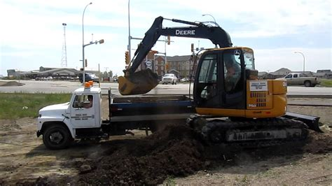 john deere  excavator loading clay  single axle youtube