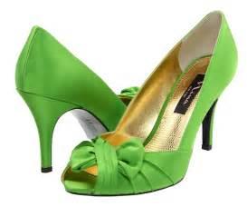 green shoes wedding megan 39 s weddin on green wedding shoes green shoes and football wedding
