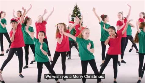 we wish you a merry testo italiano quot we wish you a merry quot con testo e ballo il