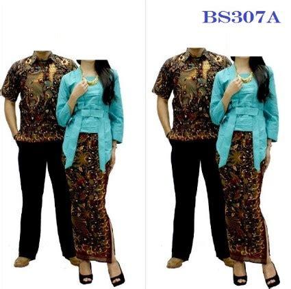 Gambar kaos selalu membuat tampilan gaya berpakaian yang meliputi pakaian, alas kaki, dan aksesori yang. 15 Desain Baju Batik Couple Anak Muda Model Terbaru 2020
