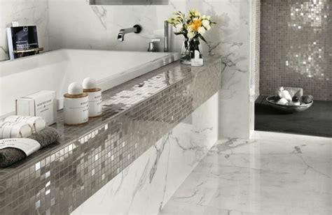 Mosaik Für Bad die silbernen fliesen im mosaik design sorgen mit dem