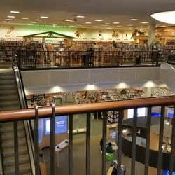 barnes and noble seattle barnes noble 40 photos 70 reviews bookstores 401