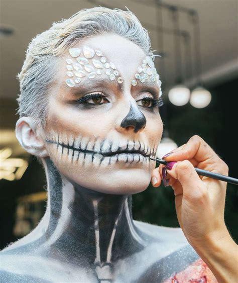 scary  pretty halloween makeup   wear  year