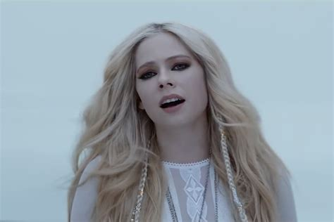 "Avril Lavigne ""head Above Water"" Video Spin"