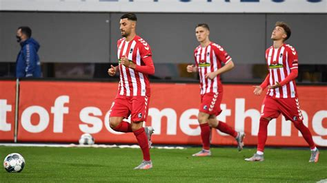 Having earned a total of 51 goals and 34 assists in all their games, sc freiburg. SC Freiburg im Sondertrikot gegen Borussia Mönchengladbach ...