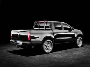 Mercedes Class X : bmw official takes aim at mercedes benz x class bmw ~ Melissatoandfro.com Idées de Décoration