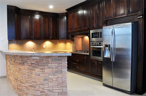 cocinas integrales de madera de lo clasico  lo moderno