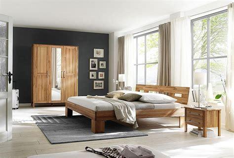 Schlafzimmer 4teilig, Bett 140x200, Schrank 3türig, Glatte