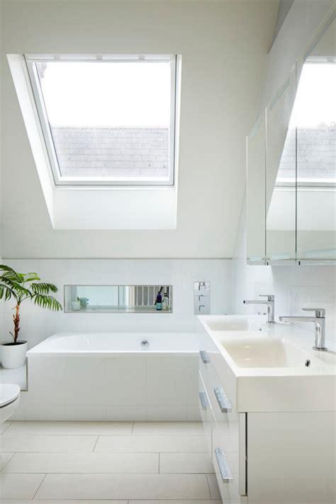 revetement plafond chambre la salle de bain sous pente comment l 39 aménager de