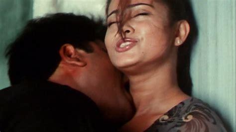 Ravibabu Kisses Actress Sneha - YouTube