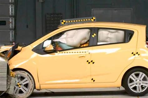 Crash Test Ratings What's The Difference Between Iihs And