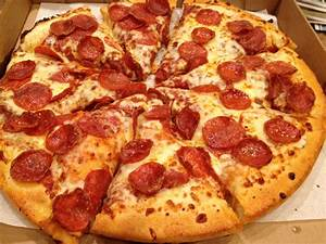 Facts about Pizza in the US – Learn English with Demi