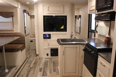 Minnie   Interior   Features   Winnebago RVs
