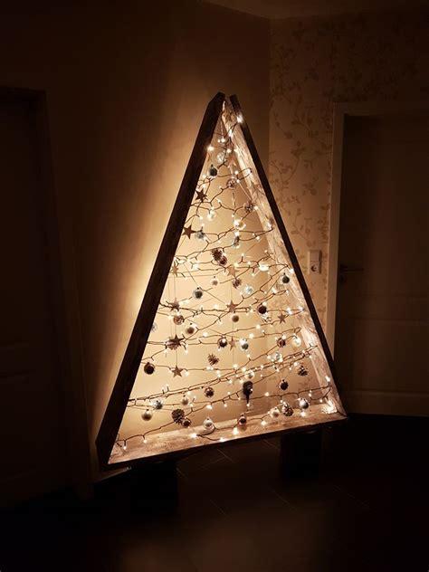 weihnachtsbaum aus lichterketten und brettern weihnachtsdekobasteln