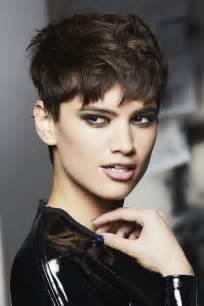 coupe de cheveux carrã court coiffure courte coupes de cheveux courts album photo aufeminin
