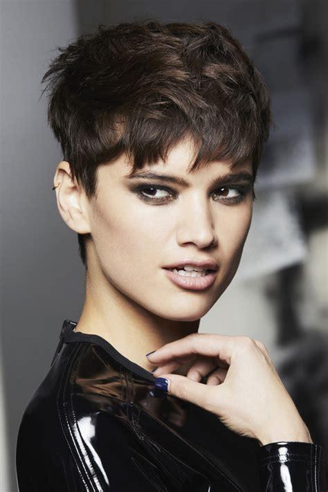 cheveux court femme coiffure courte coupes de cheveux courts album photo aufeminin