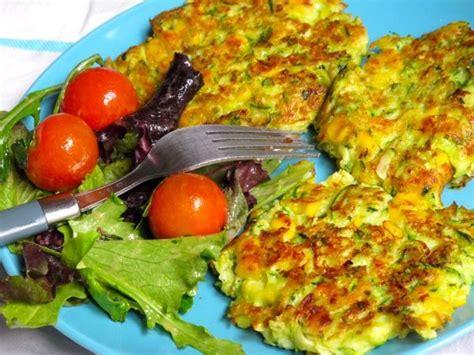 cuisiner une grosse courgette recette galettes de courgettes et maïs