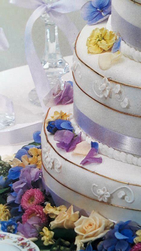 wedding cakes with fresh flowers diy flower arranging