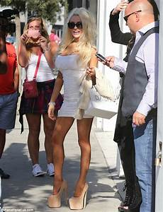 Courtney Stodden tries out underwear as she shops in the ...