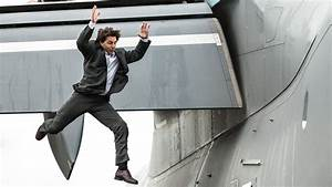 Tom Cruise Breaks Ankle in 'Mission: Impossible 6' Stunt ...