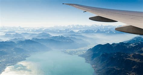 See our top picks of 2021 and find the right airline credit cards offer perks like free checked bags or airport lounge access while also making it easier to rack up points or miles and save money. Top credit cards for airline miles and rewards   Blacklane Blog
