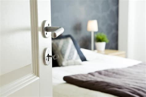 feng shui tips   bed close   bedroom door