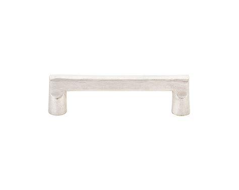 emtek kitchen cabinet pulls em86333 emtek 3 1 2 quot bronze rail cabinet pull