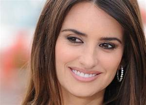 10 Beautiful Women with Big Noses.