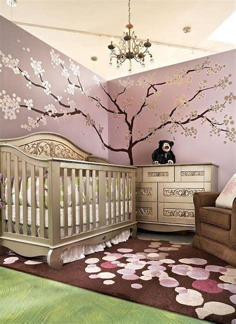 Kinderzimmer Mädchen Flieder by Baby Kinderzimmer Flieder Wandfarbe Silberner Baum