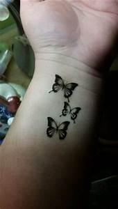 Kleiner Schmetterling Tattoo : schmetterling tattoo bedeutung sch n und sinnvoll schmetterling tattoo bedeutung tattoo ~ Frokenaadalensverden.com Haus und Dekorationen