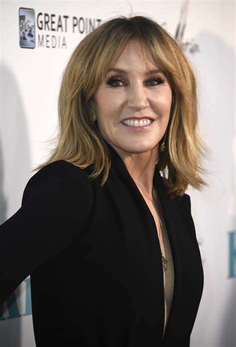 felicity huffman medium layered cut hair lookbook stylebistro