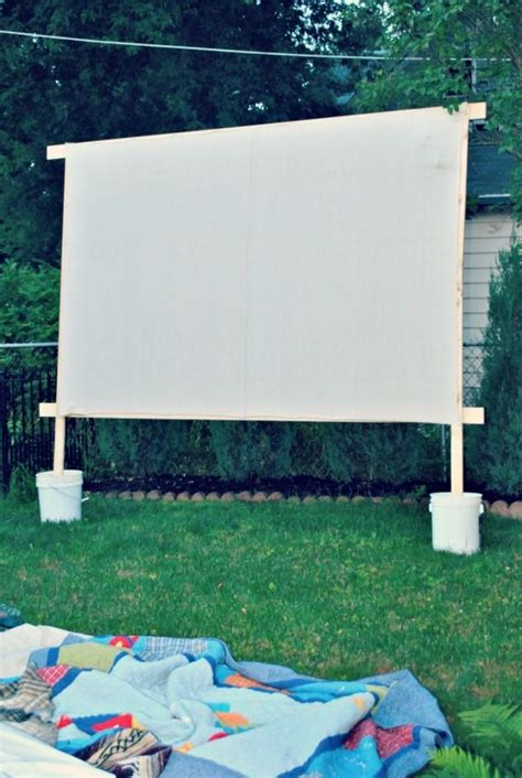 Backyard Theater Screen by Best 25 Outdoor Screen Ideas On Outdoor