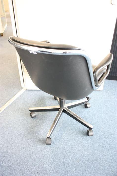 garniture de bureau en cuir lot 32 6 unites fauteuil de bureau a garniture de cuir