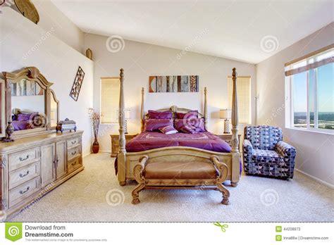 chambre luxe avec chambre à coucher de luxe avec les meubles en bois