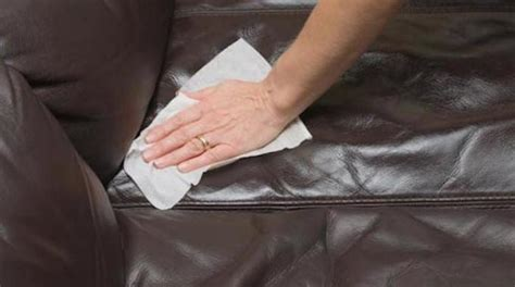 nettoyer canap en cuir l 39 astuce pour nettoyer facilement un canapé en cuir