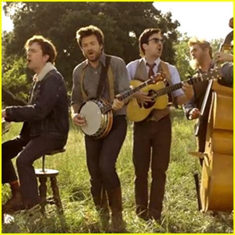 mumford sons hopeless wanderer music video mumford sons hopeless wanderer video with comedians