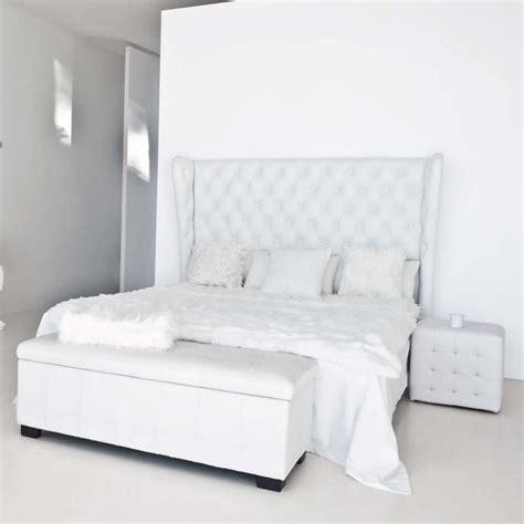 bout de lit imitation cuir blanc l 120 cm chesterfield maisons du monde