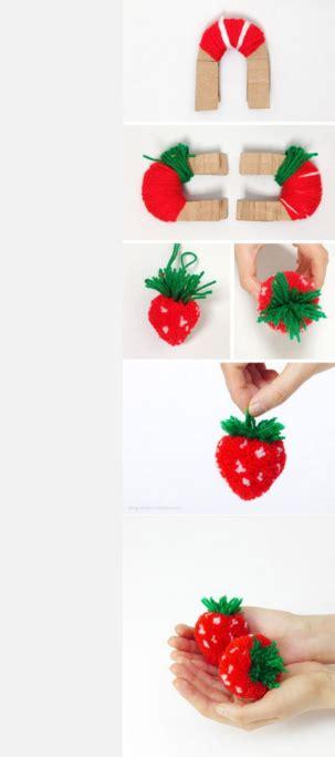 pompones de fruta como hacer fresas  lanas viejas paso