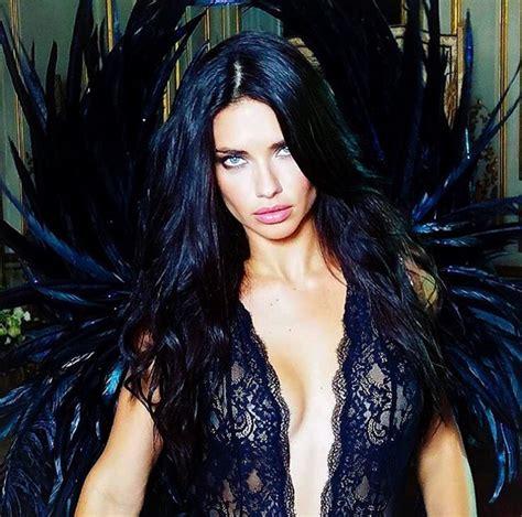 Anjos Da Victoria's Secret Gravam Publicidade De Natal