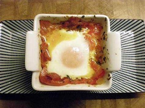 quoi cuisiner avec des oeufs recette d 39 oeuf à la basquaise presque