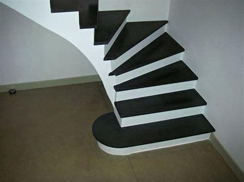 cuisine blanc noir escalier agencement pierres