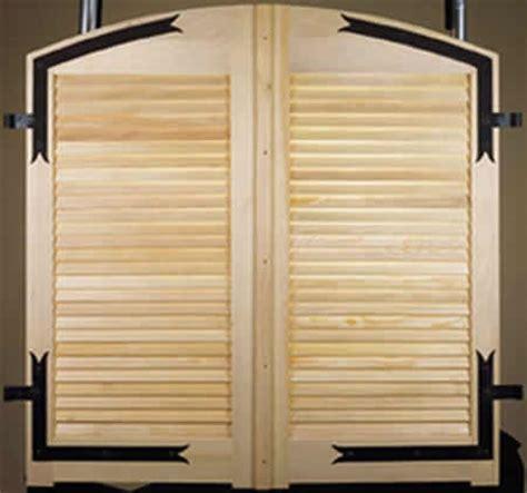volet bois sur mesure prix penderie en persienne bois avec battants coulissants