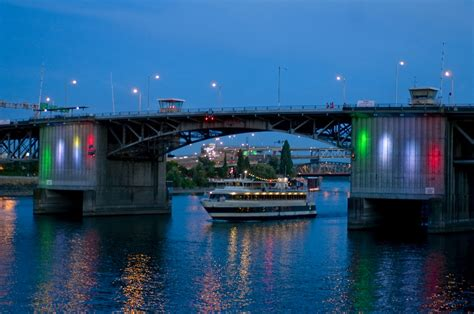 Dinner On A Boat Portland Oregon by Rising Water Worries Prompt Cruise Boat To Seek Higher